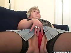 she warms up her old love tunnel before cocks